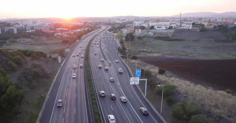 Governo proíbe deslocações de carro durante o fim de semana e dias ...