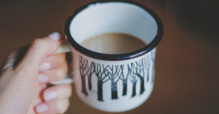 Há um novo projeto online que põe toda a gente a beber café às 9 horas