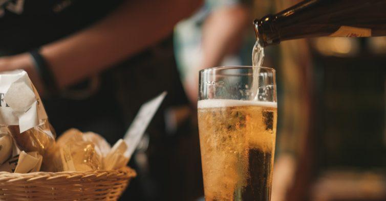 Cerveja artesanal é o que não falta em casa durante a quarentena no Porto