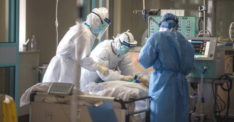 Enfermeiro continuou a trabalhar após testar inconclusivo para a Covid-19