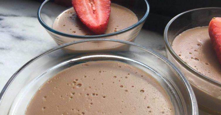 O leite de creme (saudável) de chocolate que pode fazer em 3 passos