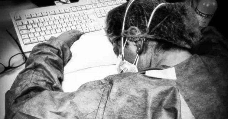 Enfermeira italiana cuja fotografia se tornou viral está curada
