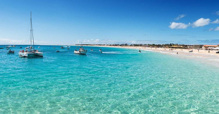 Praias em Cabo Verde estão a reabrir — mas com hora de abertura e fecho