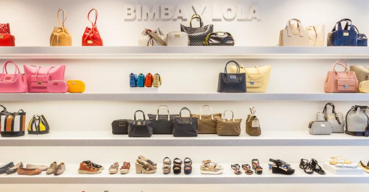 As sandálias pretas mais confortáveis da Bimba Y Lola estão a metade do preço