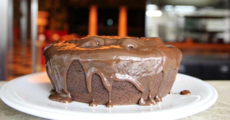 Bolo de chocolate e Oreo