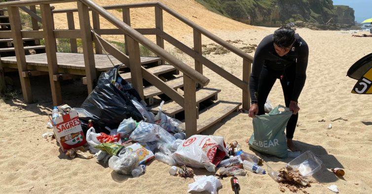 Depois da enchente, as praias ficaram cheias de lixo e máscaras usadas