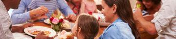 Tudo o que deve saber antes de visitar a família ou amigos durante a pandemia