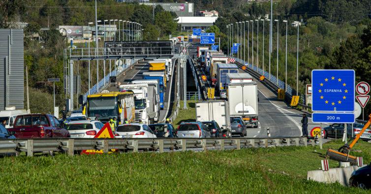 Autarcas espanhóis querem fechar postos de fronteira devido aos surtos em Portugal