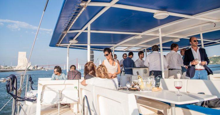Os novos passeios de catamarã com sushi e bebidas que pode fazer no Tejo