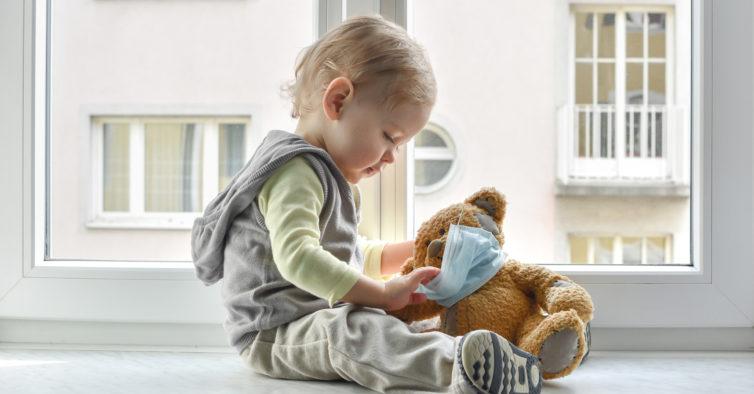Máscaras são perigosas para crianças com menos de dois anos