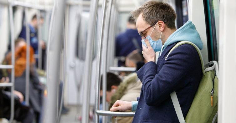OMS admite transmissão do coronavírus pelo ar e pede que se evitem espaços fechados
