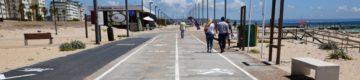 Paredão da Costa da Caparica tem agora marcas para se manter a distância social