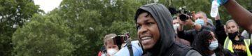 John Boyega faz discurso impactante em protesto de Black Lives Matter