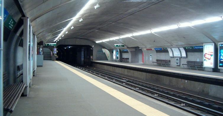 Um dos átrios da estação de metro da Praça de Espanha vai ser fechado durante 8 meses