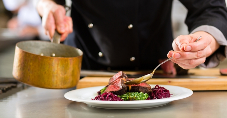Nestas aulas online pode aprender a cozinhar como um chef com estrela Michelin