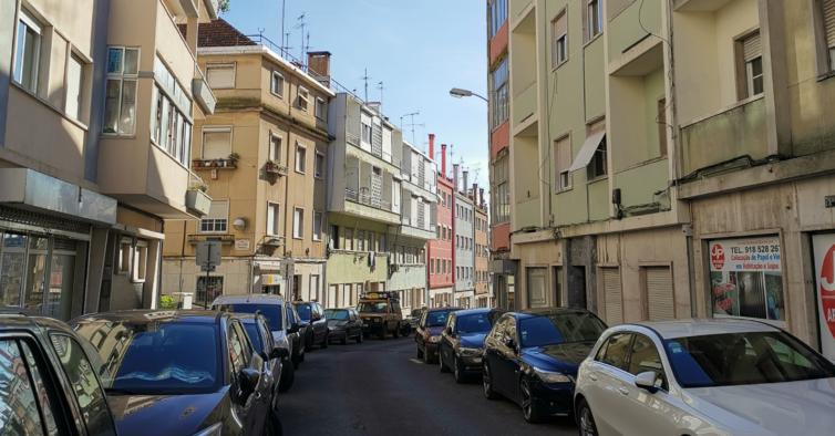Há mais uma rua a ser pintada em Lisboa: fica em Benfica e vai ser verde