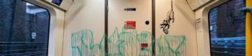 Banksy deixou uma mensagem no metro de Londres sobre o uso de máscaras