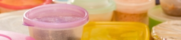 O truque viral para tirar a gordura dos tupperware em segundos