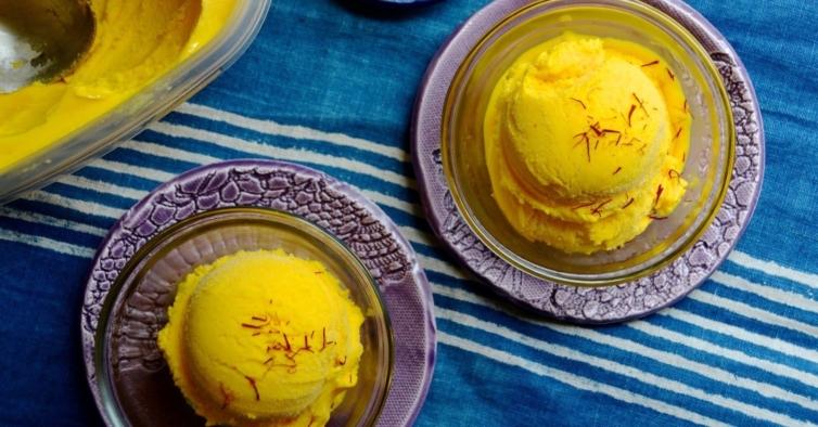 Gelado de iogurte com manga, lima e gengibre (cada porção contém 80 calorias)
