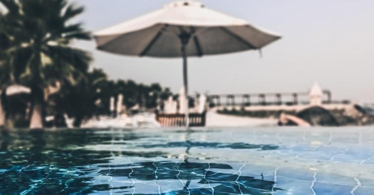 5 spots com piscina para fazer uma escapadinha a menos de uma hora de Lisboa