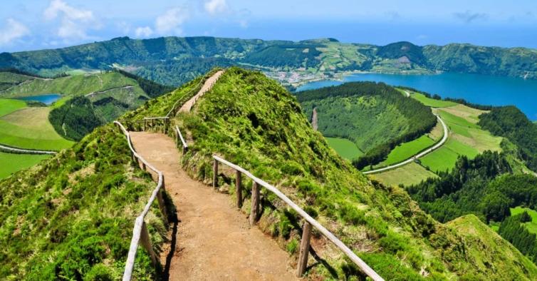 Crianças até 12 anos podem não pagar bilhete de avião para os Açores